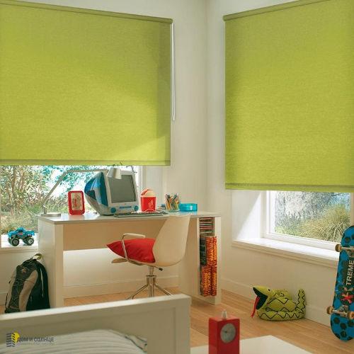рулонные шторы открытые на пластиковок окно