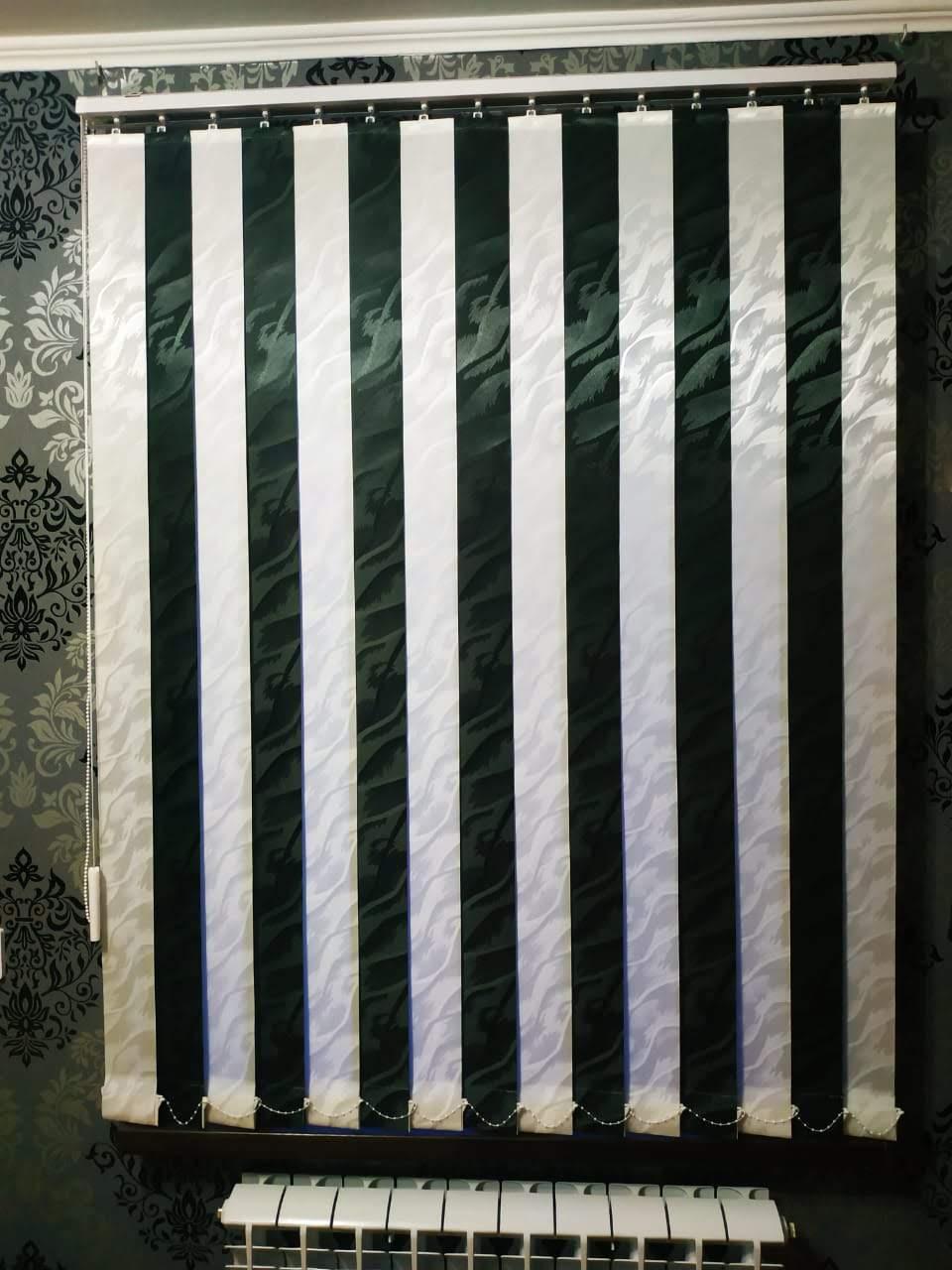 двухцветные вертикальные жалюзи в квартиру